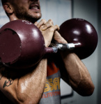 Jak podpořit tvorbu testosteronu přirozeně během posilování